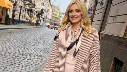 У лимонній сукні: Ірина Федишин вразила яскравим образом у Львові – фото