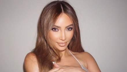 Ким Кардашян засветила пышную обнаженную грудь: провокационные фото 18+