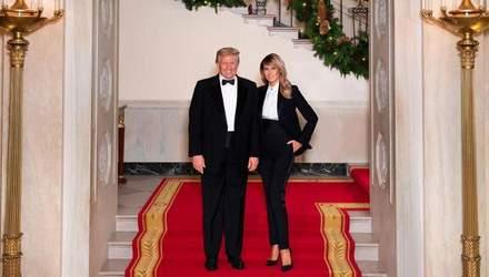 Веселого Різдва: Меланія Трамп позувала на святковому фото разом із чоловіком
