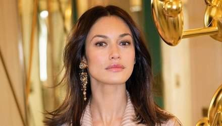 Ольга Куриленко засветила обнаженную грудь в роскошном платье: откровенный кадр