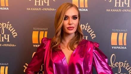 В блестящем мини-платье и ботфортах: Слава Каминская восхитила смелым образом – фото