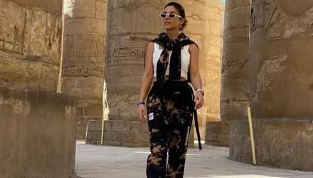 В стильном костюме: Злата Огневич показала трендовый образ на прогулке в Египте