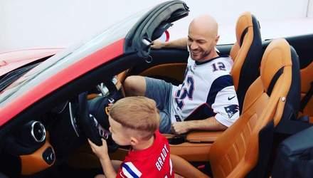 В автомобиле: Влад Яма поделился новыми фотографиями с сыном за рулем