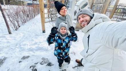 Влад Яма очаровал кадрами с зимней прогулки с женой и сыном