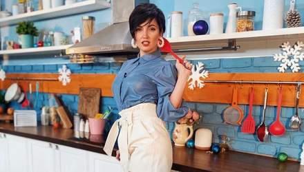 В синей блузке и минишортах: Оля Цибульская показала дерзкий образ – фото
