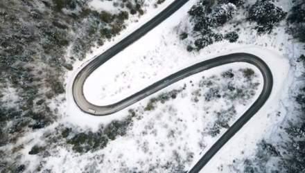 Ідеально для зимових мандрів: на Закарпатті відремонтували дороги в горах – відео