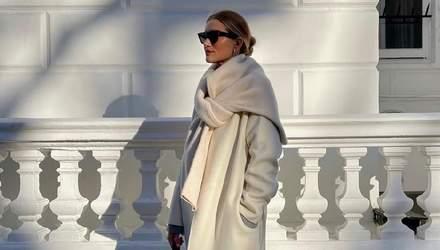 Ікона стилю Розі Гантінгтон-Вайтлі прогулялася в молочному пальто: розкішні кадри