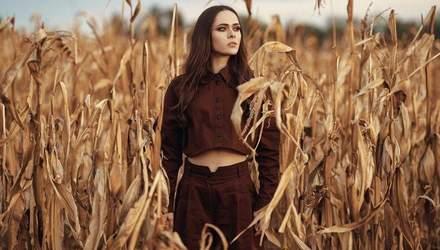 У стильній куртці та з макіяжем: Юлія Саніна розповіла про життя артиста в час пандемії