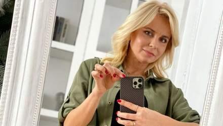 В рубашке и топе: Лилия Ребрик очаровала стильным повседневным образом – фото