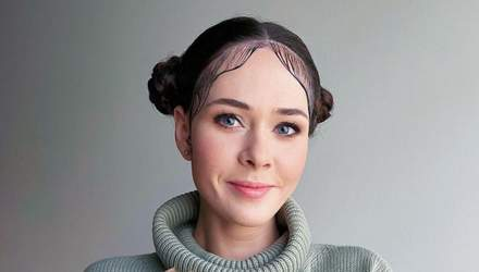У светрі та зі стильною зачіскою: Юлія Саніна показала миле фото з собачкою
