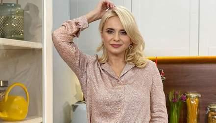 В блестящей рубашке: Лилия Ребрик покорила стильным образом – фото