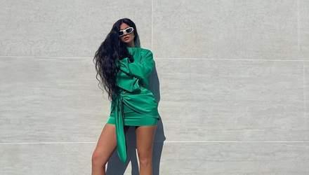 Кайли Дженнер похвасталась длинными ногами в обольстительном мини-платье: эффектные фото