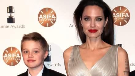 Дочь Анджелины Джоли и Брэда Питта отказалась от фамилии отца