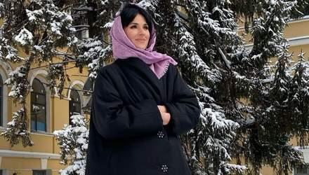 Маша Єфросиніна зачарувала зимовим образом у чорній куртці: атмосферне фото