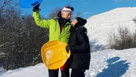 Настя Каменських з мамою і Потапом покаталися зі снігової гірки: яскраві фото