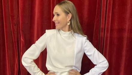 Катя Осадчая очаровала нежным образом в молочно-белом платье: фото