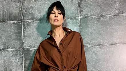 Маша Єфросиніна продемонструвала стильний образ у спідниці та сорочці: фото