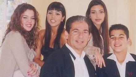Ким, Кортни и Хлои Кардашян поздравили с днем рождения умершего отца: архивные фото