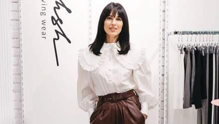 Маша Ефросинина покорила безупречным образом в блузке с рюшами: фото