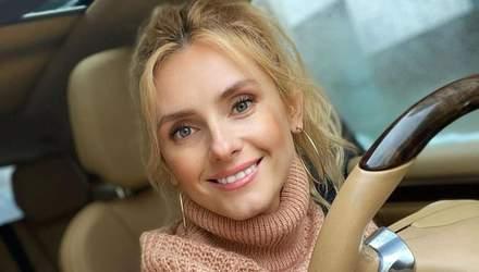 За рулем автомобиля: Ирина Федишин показала фото нового повседневного образа