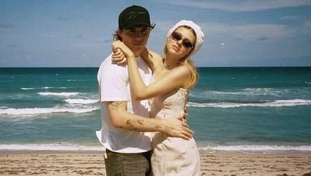 Бруклин Бекхэм и Никола Пельтц обменялись необычными аксессуарами в знак любви