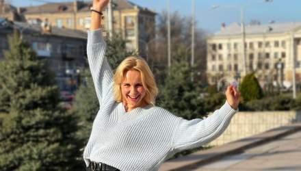 Лілія Ребрик зачарувала весняним образом у блакитному светрі: фото
