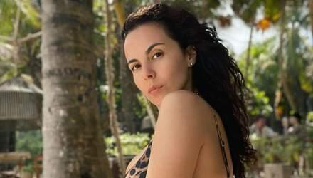 Настя Каменских в леопардовом купальнике позировала в Мексике: звезду заподозрили в беременности