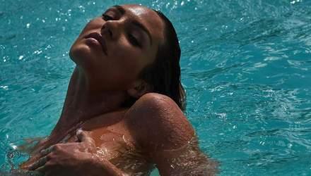 Повністю оголена Кендіс Сванепул завела мережу спокусливими кадрами у воді: еротичні кадри 18+