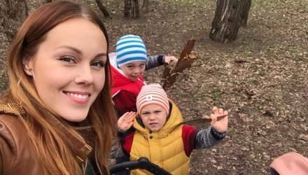 Alyosha очаровала веселыми фото с прогулки с детьми