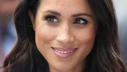 Передала венок и записку: Меган Маркл почтила память принца Филиппа