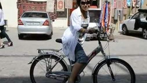 Гайтана об'їздила Баку на велосипеді