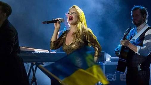 Тіна Кароль виконала гімн України у латвійському аеропорту: відео