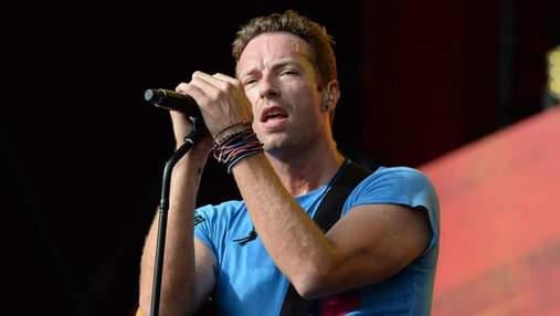 Лідер Coldplay емоційно заспівав хіт Linkin Park у пам'ять Честера Беннінгтона: відео