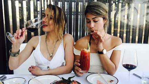 Ембер Хьорд засмагала топлес разом з подругою на Балі: фото і відео (18+)