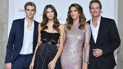 Семья Синди Кроуфорд стала лицом крупнейшего бренда часов Omega