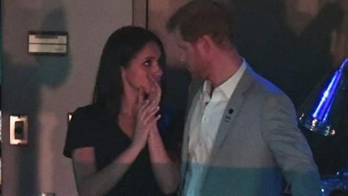 Принц Гаррі та Меган Маркл вперше поцілувалися на публіці: зворушливі фото