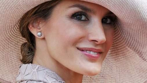 Королева Летиція прийшла на прийом у демократичній сукні: фото