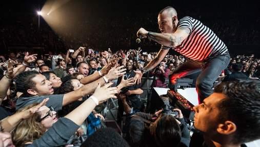 На концерте памяти Честера Беннингтона весь зал спел известный трек Linkin Park: видео