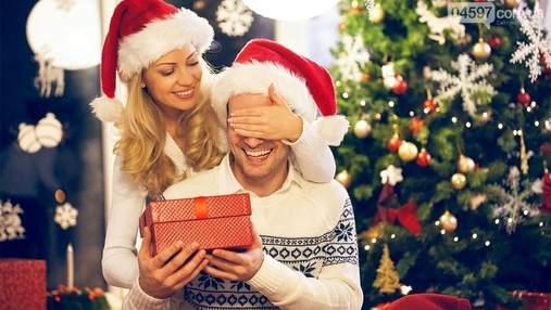 Що подарувати хлопцю на Новий рік 2021: ідеї подарунків, які сподобаються коханому