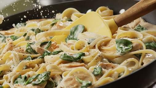 Паста з соусом, грибами та беконом: покроковий рецепт
