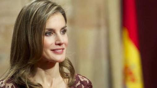 Королева Іспанії приголомшила вишуканим вбранням: фото