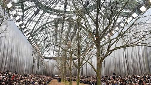 Дизайнер Chanel выбрал для модного показа необычное место: удивительные фото