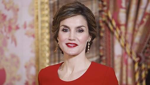 Королева Іспанії вразила яскравим вбранням: чарівні фото