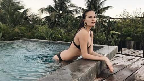 Модель Алла Костромічова у купальнику натерлася снігом: відео