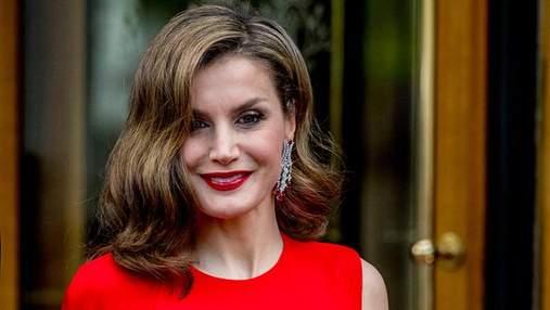 Королева Іспанії засвітила яскраві сукні в США: фото