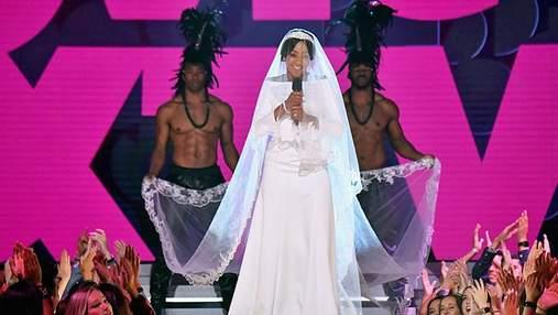 Как Меган: ведущая премии MTV Movie Awards удивила зрителей неожиданным образом