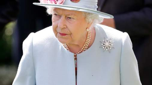 Розгнівана Єлизавета II покарала батька Меган Маркл