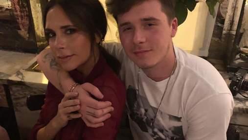 Виктория Бекхэм одела сына Бруклина на благотворительный бал Элтона Джона: фото