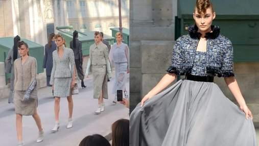 Атмосфера на показе Chanel haute couture: Лагерфельд воссоздал набережную Сены