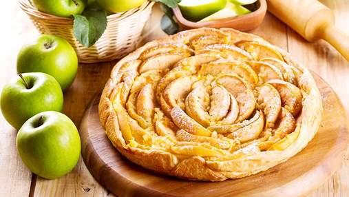 Пиріг з яблуками: рецепт приготування на молоці та сметані